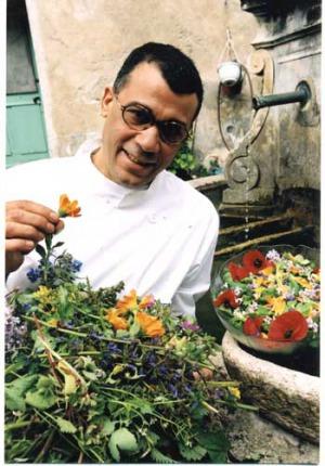 Buffet gastronomique bio à base de plantes et de fleurs